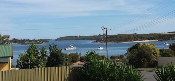 3 bedroom house with bay views - Coffin Bay