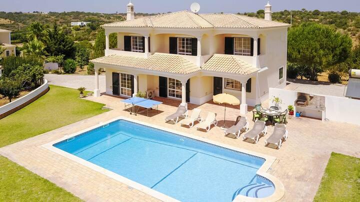 Villa w/pool,AC,WiFi, 1,5km to Guia