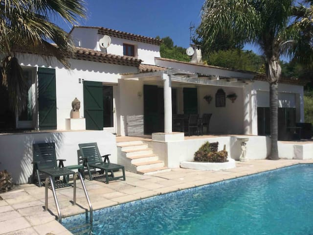 Belle villa individuelle avec piscine à Mougins