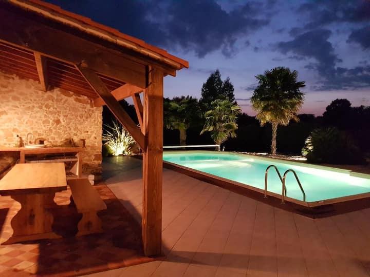 Villa à La Roche Sur Yon Vendée piscine au calme.