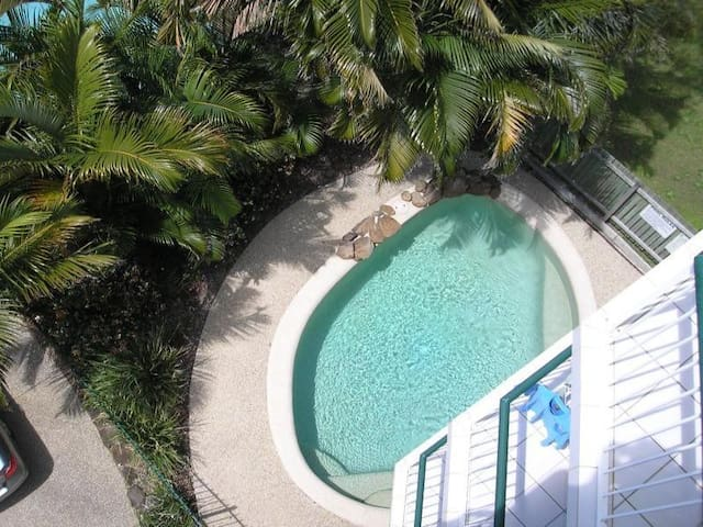 KINGS BCH 2 bed 2 bath 2 balconies 2 min to beach - Kings Beach - Wohnung