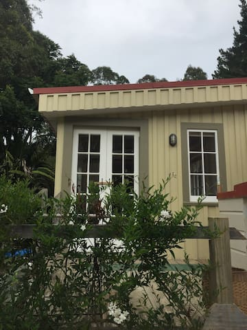 Cosy bush cabin near Kai Iwi Lakes - Kaihu - Hus