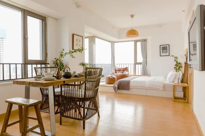 地暖【复得-红豆生】高层落地窗海景阳光房|收藏级家具、年代老木凳|超大榻榻米!