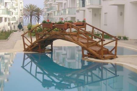"""Appartement """"pieds dans l'eau"""" Chott Mariem - Hammam Sousse - Apartmen"""