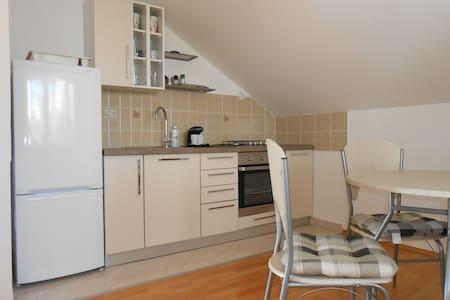 Cosy  small apartment in a  quiet area -Mare - Zadar