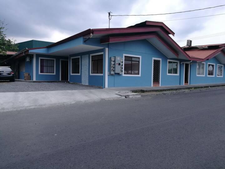 Departamento La Fortuna,  parqueo, A/C Wifii