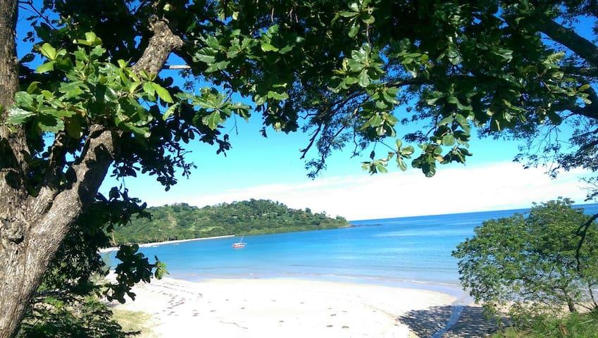 Bungalow ventilé près de la plage à  d'andilana