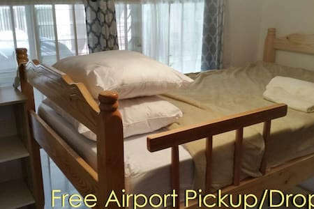 FREE pick up and drop off AIRPORT 10mins away - Alajuela