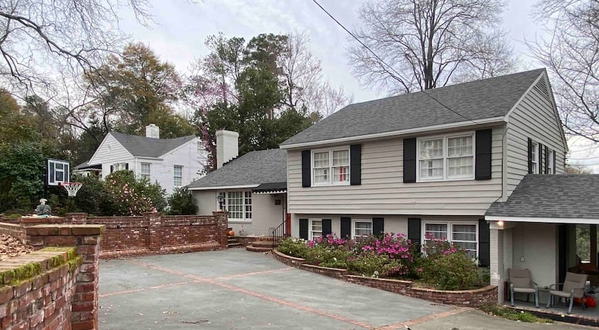 Masters Rental on beautiful Henry St Summerville.