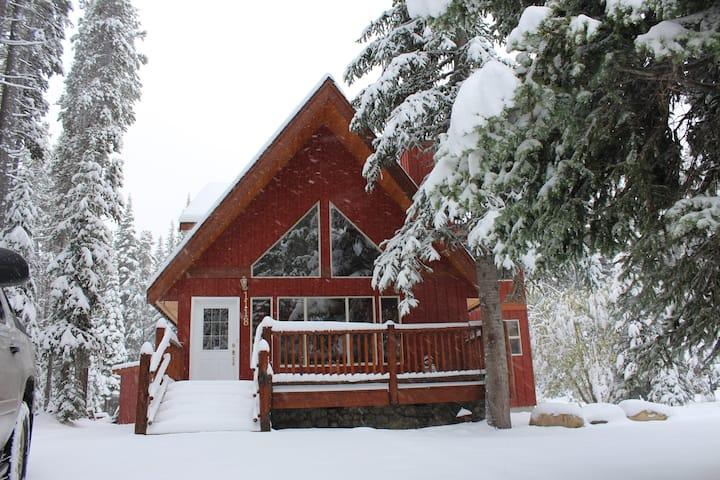 Murphy's Cabin Retreat @ Apex, Penticton