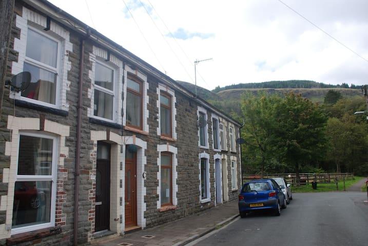 Hendrewen Cottage, Blaencwm, Treorchy, S Wales - Blaencwm - Huis