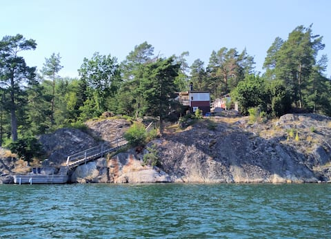 Cottage on the lake property with its own jetty near Nynäshamn
