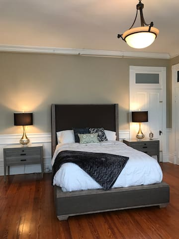 The Chestnut Room-The Colby Downtown BG