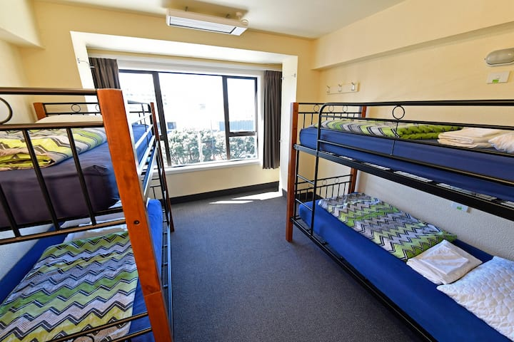 4 Bed Mixed Ensuite Dorm - YHA Wellington