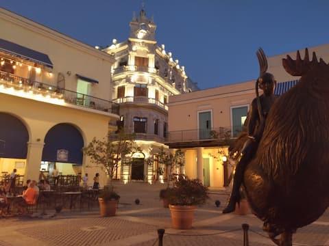 Nuestra Familia 1 (Plaza Vieja)