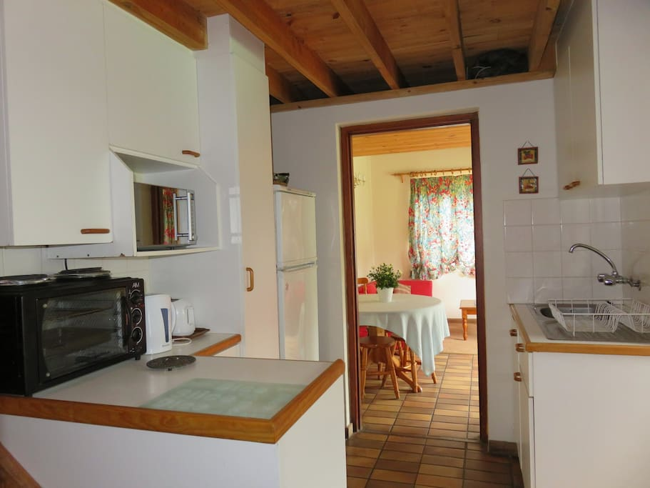 A small equipped kitchen for self-catering purposes..fridge, microwave oven, two plate , counter top stove/oven /grill, kettle, toaster.