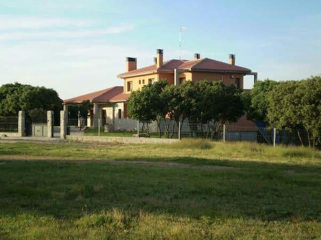 Confortable Casa Rural, Amplias Habitaciones - Cogollos - ที่พักพร้อมอาหารเช้า