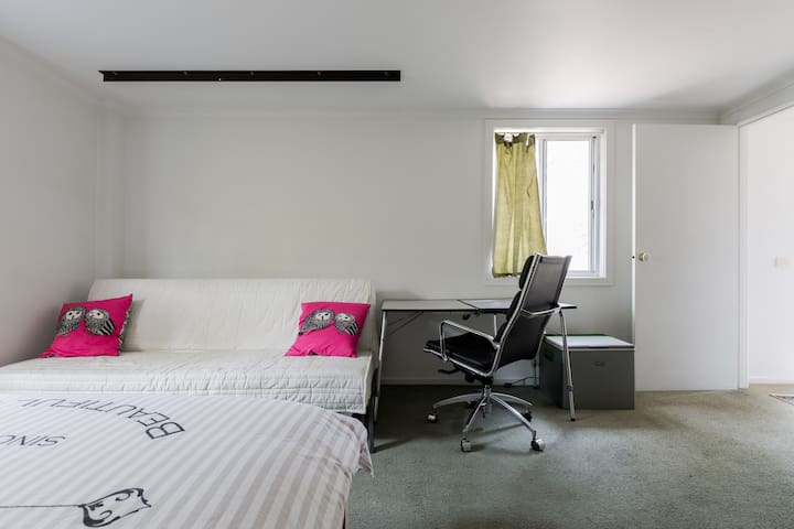 Good value private accommodation!! - Bentleigh East - Bangalô