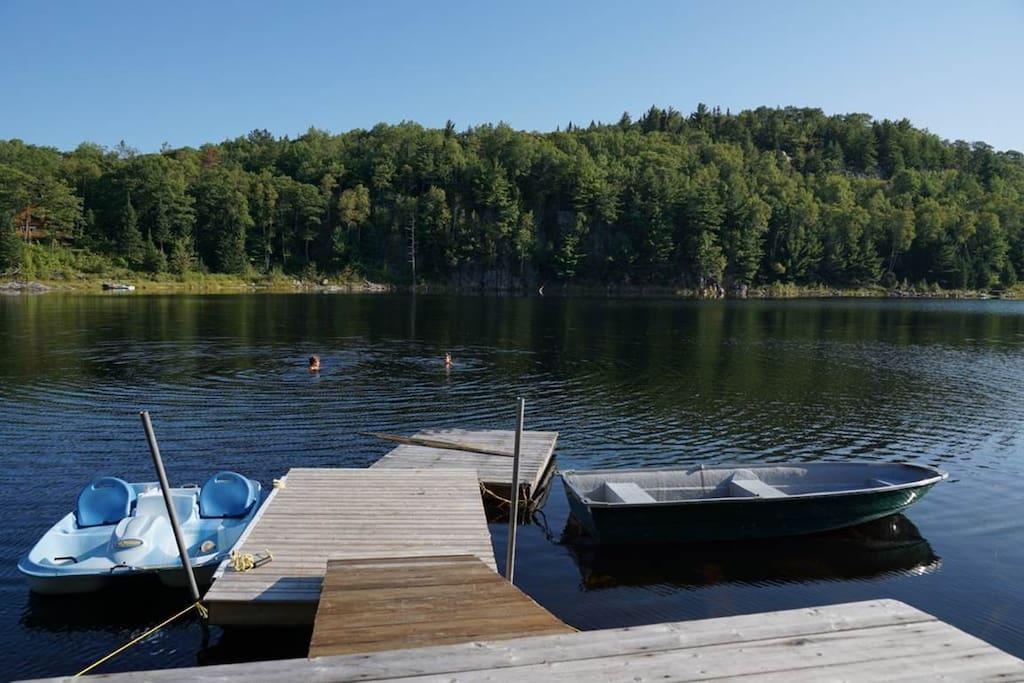 à votre disposition... c'est prèsque comme avoir son propre lac privé!   Enjoy! It is almost like having your own private lake!