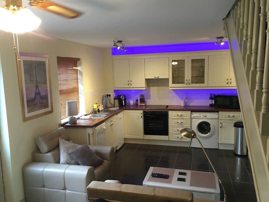 Fully Fitted Equipped Kitchen