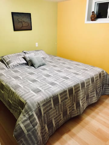 Renovated Private Apt, near Ottawa, Clean & Quiet