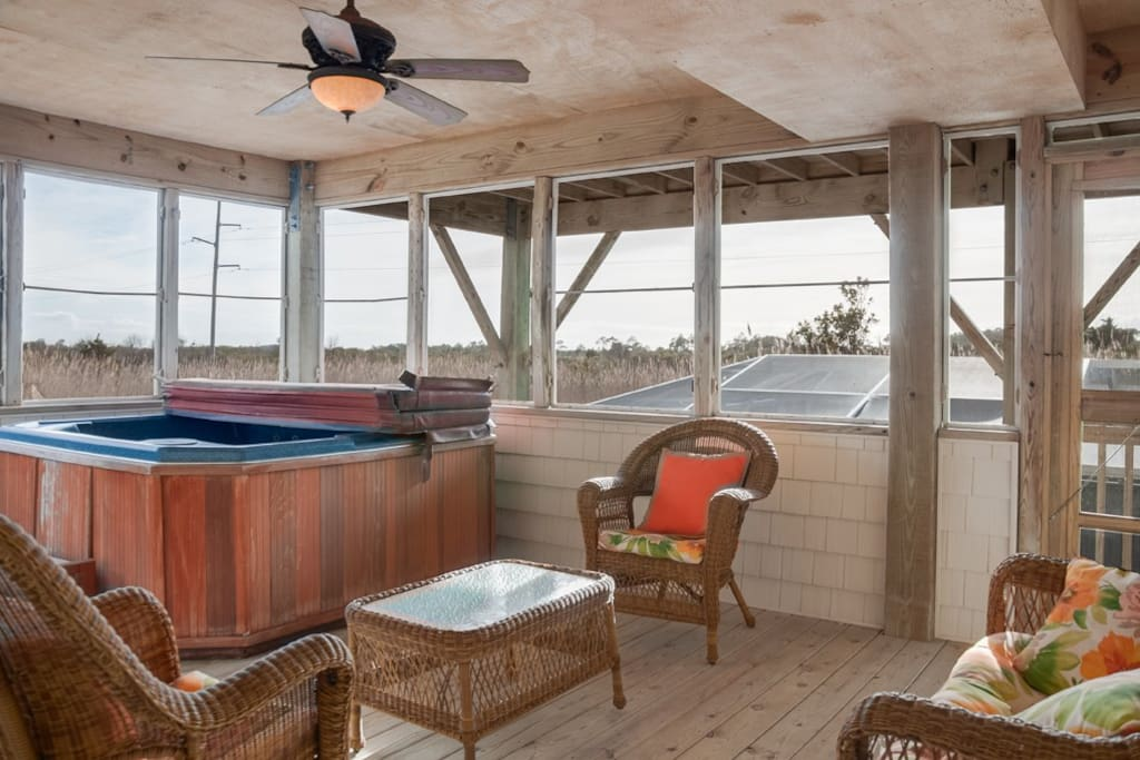 SN33: Gone Coastal | Screened Porch with Hot Tub