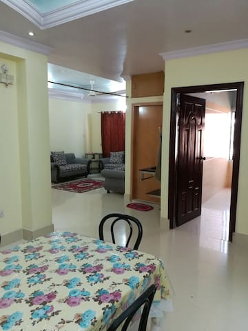 Spacious Penthouse in heart of city/near gec circl - Chittagong - Apartamento