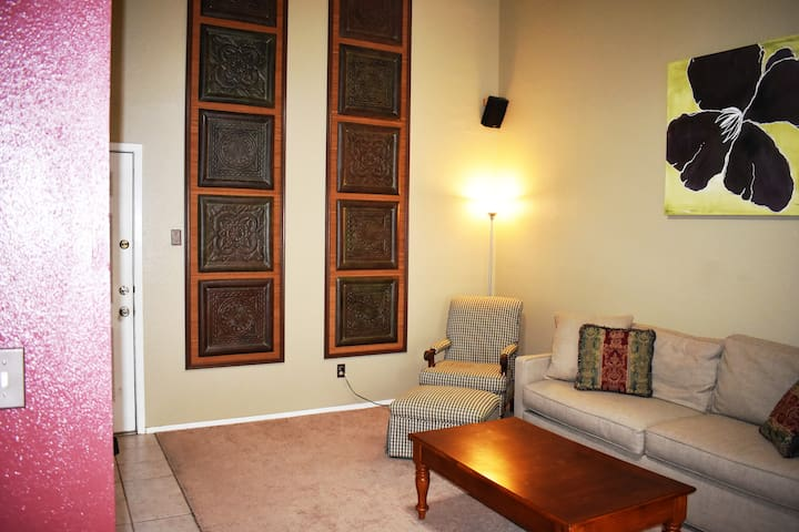 Entire clean apartment in NW Austin-Min 30 days