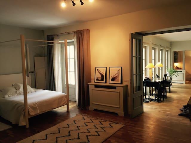 Elegant appartement et petite cour. - Ixelles - Huoneisto