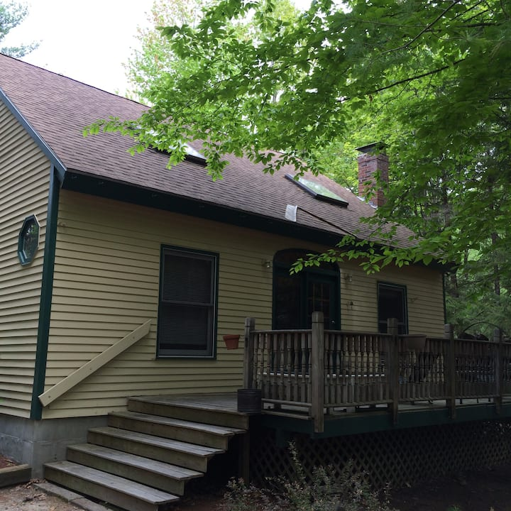 Comfortable cottage, Lake Ossipeee - In Freedom NH