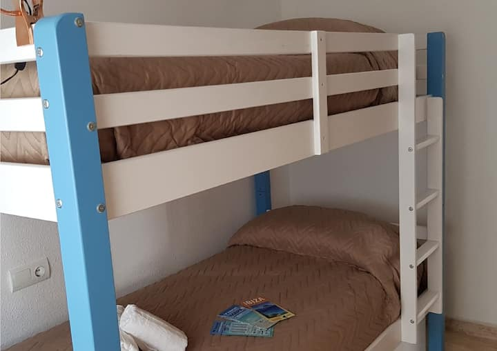 ♠ Brand new Bunk Bed: Only clean and quiet guests!
