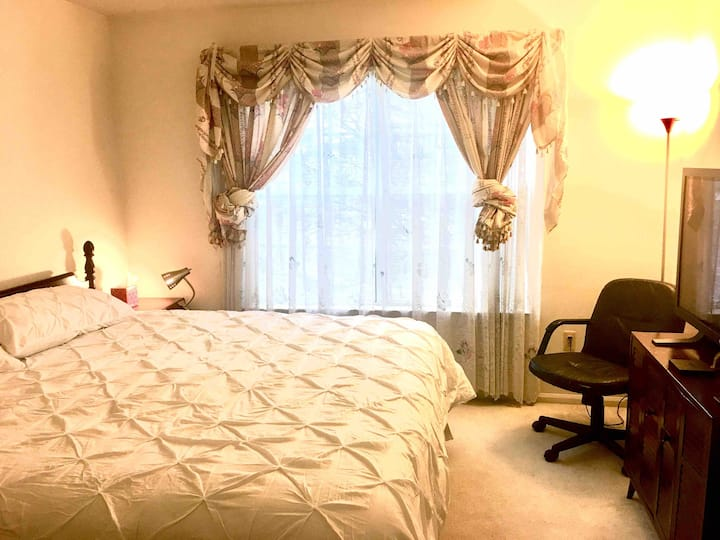 Private room/King-size bed/15 min drive to Rutgers