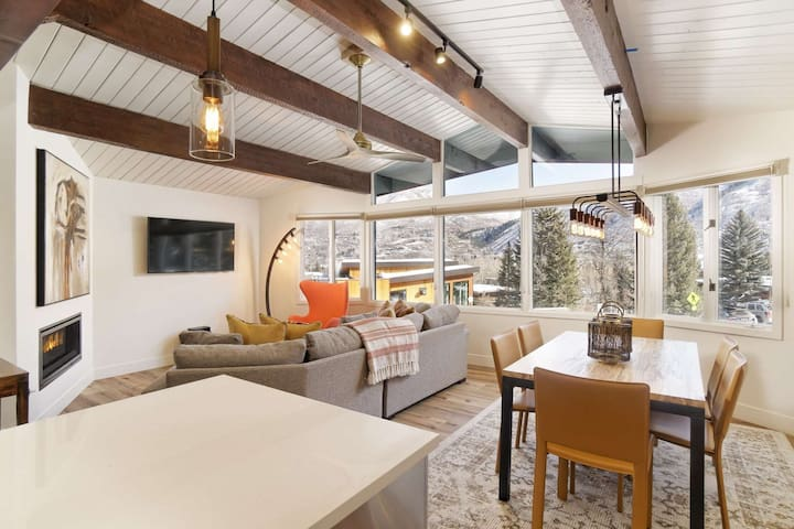 Warm And Inviting Aspen Mountain Ski-in/Out Retreat With Beautiful Decor, Parking, Outdoor Pool, W/D