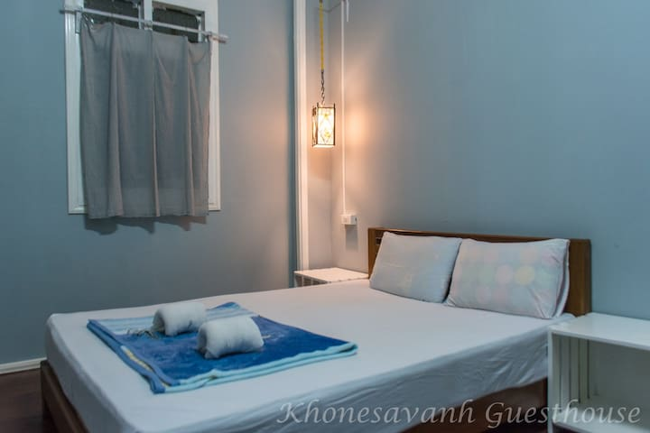 Khongsavanh Guesthouse-Double room with bathroom