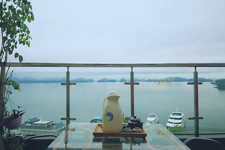 千岛湖中心一线湖景高层露台家庭套房@近游船码头