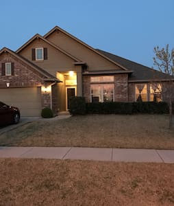PRIVATE SW OKC HOME NEAR AIRPORT - Oklahoma City - Ev