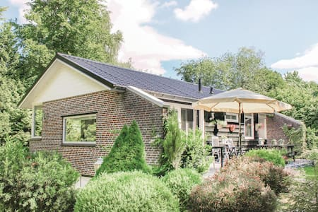 Holiday cottage with 2 bedrooms on 80m² in Drijber