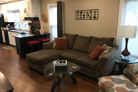 Stylish, clean home in Clawson, close to Royal Oak
