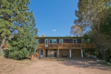 Pikes Peak 4 Bedroom on Creek - Cascade-Chipita Park