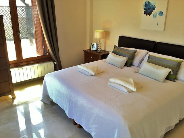 Extra king-size bed with on suite