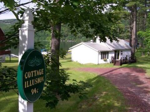 Cottage Illusion
