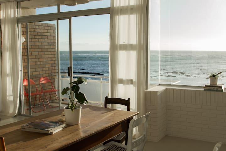 Minimalist beach flat - Cape Town