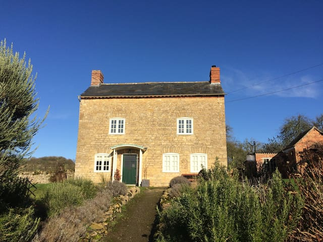 Cotswold creature comforts - amazing walks - Conderton - House