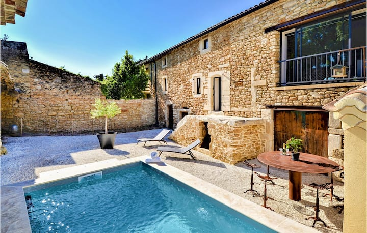 Stunning home in Suze la Rousse with Outdoor swimming pool and 3 Bedrooms