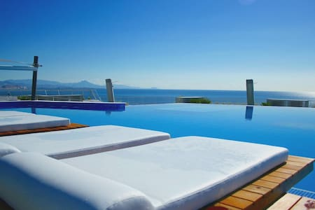 Exclusive beachfront apartment in Infinity View