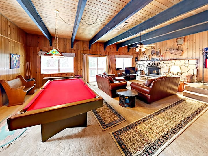 Donner Lake Home with Pool Table - Near Hiking