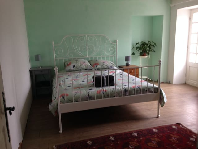 Beautiful double Room in Belves - private entrance