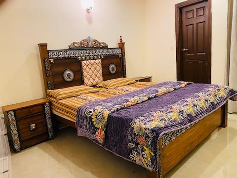 Private Cozy APT Room+ Margalla view+WIFI/Netflix