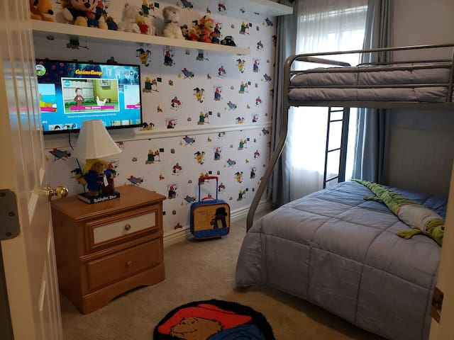 Kids Bedroom with Paddington Bear themed room.  Roku TV with streaming services.