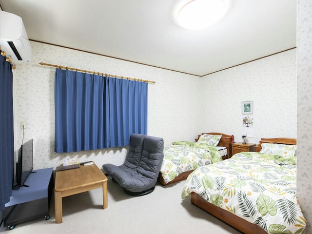 private room/洋室2名様/JR和泉府中駅7分市内25分空港30分/駐車無料/wi-fi/
